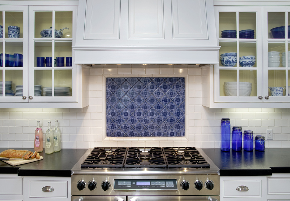 houser-colonial-kitchen-05