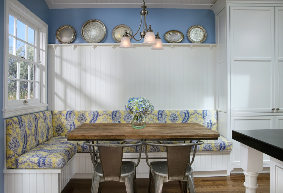 Custom Colonial Kitchen and Breakfast Nook | IS Architecture